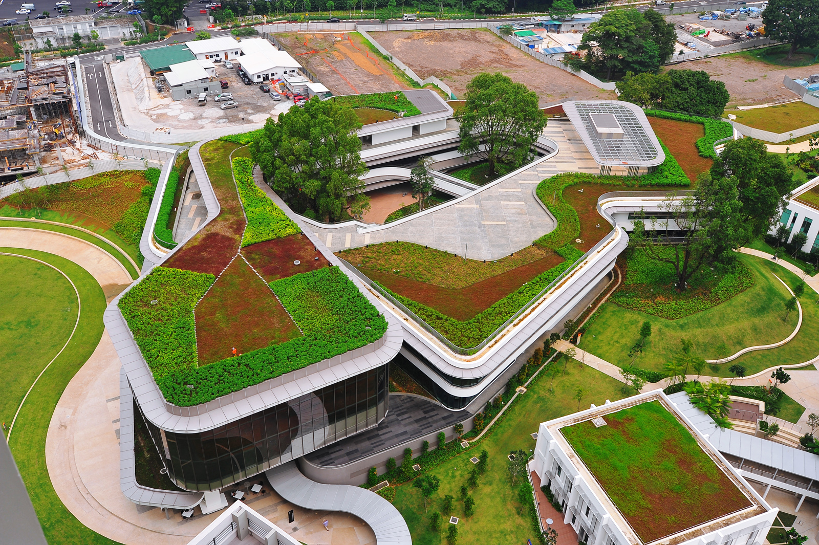 Elmich green roof systems at utown education resource for Waterfall green design centre